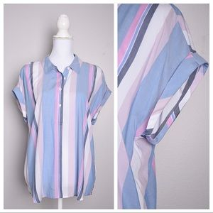 💕5for$25💕Vince Camuto Stripe Button Top
